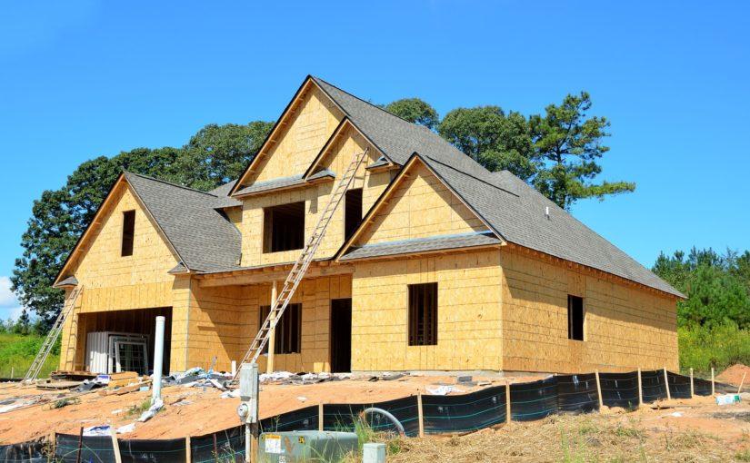 Adekwatnie z bieżącymi regulaminami nowo stawiane domy muszą być gospodarcze.